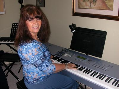 LadyDpiano: How To Play I Look To You by Whitney Houston
